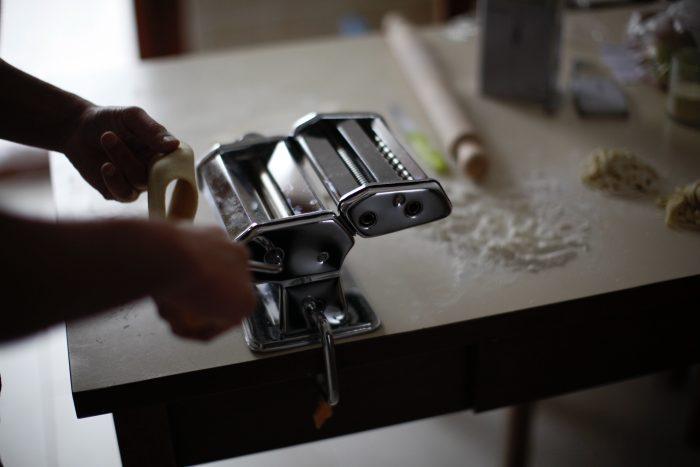 Utilisation d'une machine à pâte manuelle